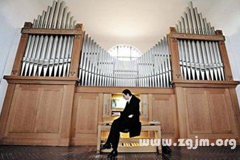 梦见风琴弹奏者