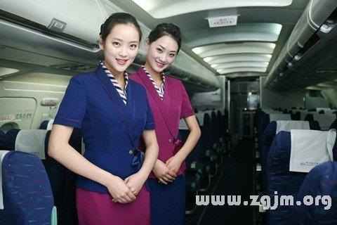 昨晚梦见自己乘飞机,遇到一个领班级的空姐