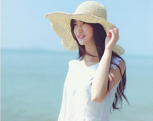 梦见戴白帽子的人