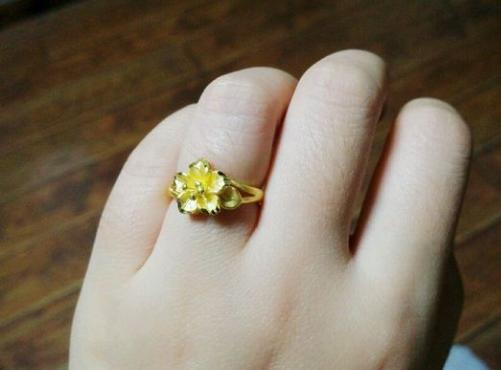 梦见别人送金戒指